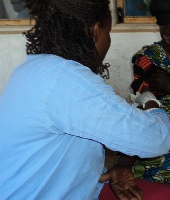 JoycetakingbloodforHIVtesting